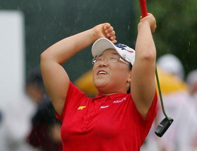 Jiyai Shin celebrates on the 18th green after winning the Wegmans LPGA.