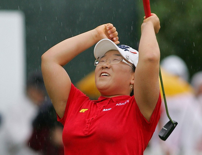 Jiyai Shin celebrates on the 18th green after winning the Wegmans LPGA.