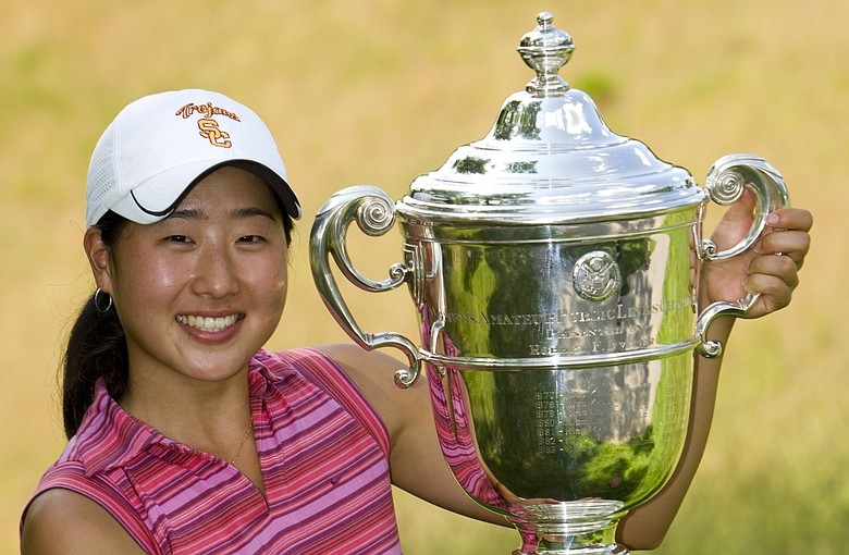 Jennifer Song raises the U.S. Women's Amateur Public Links trophy.
