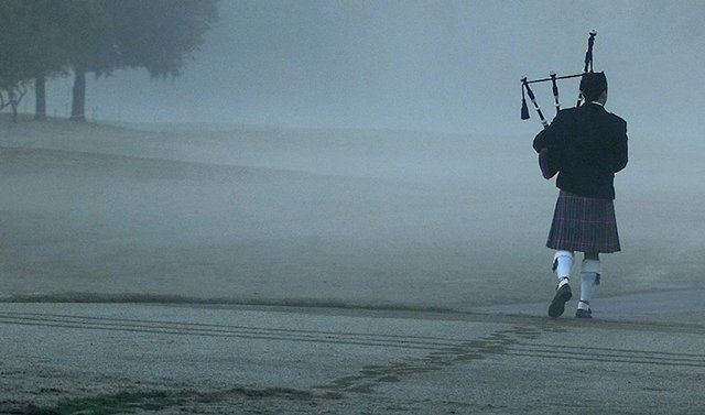 """Bagpiper Steve Agan plays """"Going Home"""" as he leaves a memorial service for Payne Stewart at the Tour Championship in Houston on Oct. 28, 1999."""