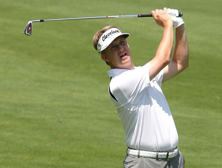 David Toms played in a white belt multiple times in 2009.