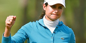 Ochoa leads LPGA finale; Wie withdraws