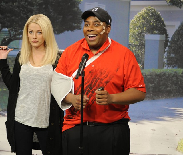 Saturday Night Live cast member Kenan Thompson as Tiger Woods and host Blake Lively as Woods&#39; wife on the Dec. 5 episode. 