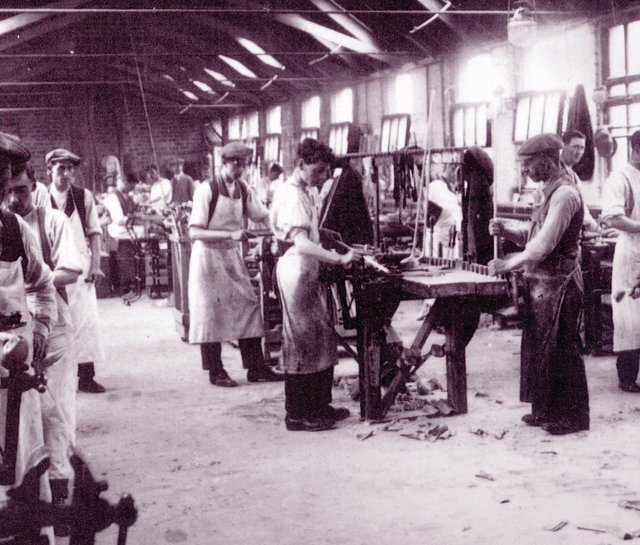 MacGregor craftsmen at work in 1910.
