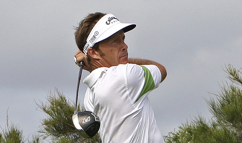Stuart Appleby is one behind the leader at the Australian Open.