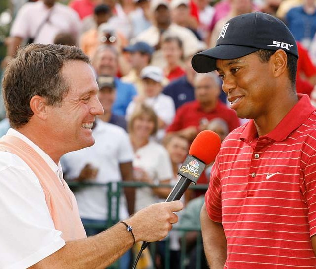 Jimmy Roberts of NBC interviews Tiger Woods after the final round of the 2007 Tour Championship.