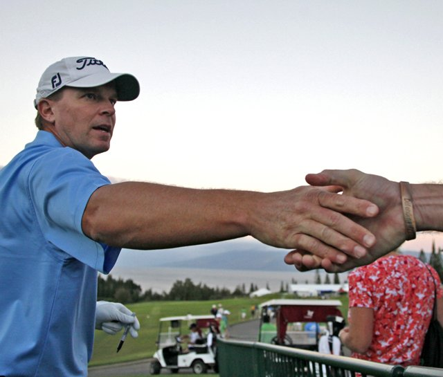 Steve Stricker shakes hands with a fan during the SBS Championship.