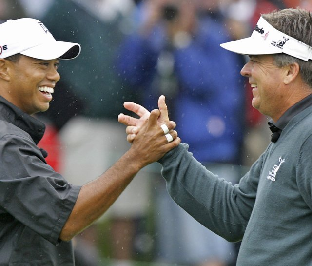 Tiger Woods and Kenny Perry at the 2009 Memorial.