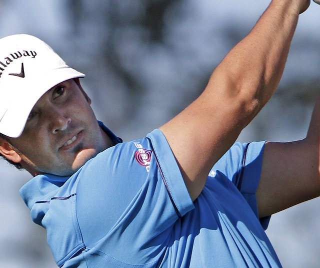 Scott Piercy holds the first-round lead at the Farmers Insurance Open after an 8-under 64.