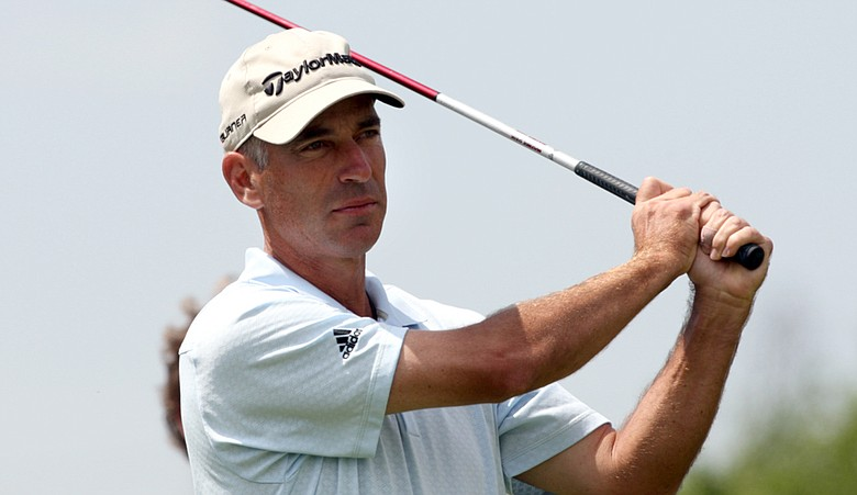 Corey Pavin has a one-shot lead over Nick Price entering the final round of the Cap Cana Championship.