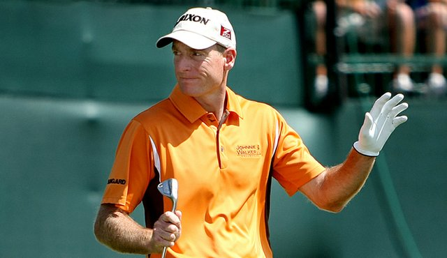 Jim Furyk acknowledges the crowd at Bay Hill's final hole.