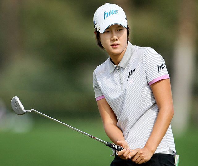 Song-Hee Kim shot a 4-under 68 Friday and will take a one-stroke lead into the weekend at the Kraft Nabisco Championship. 