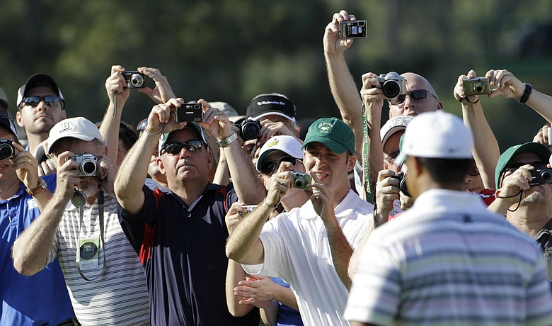 Tiger Woods plays a practice round Monday at Augusta National.