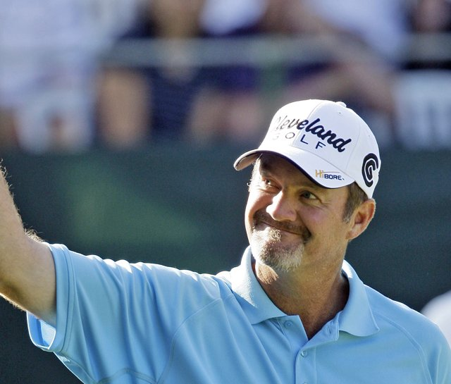 Jerry Kelly reacts after making his birdie putt on the 18th hole at the 2009 U.S. Bank Championship.