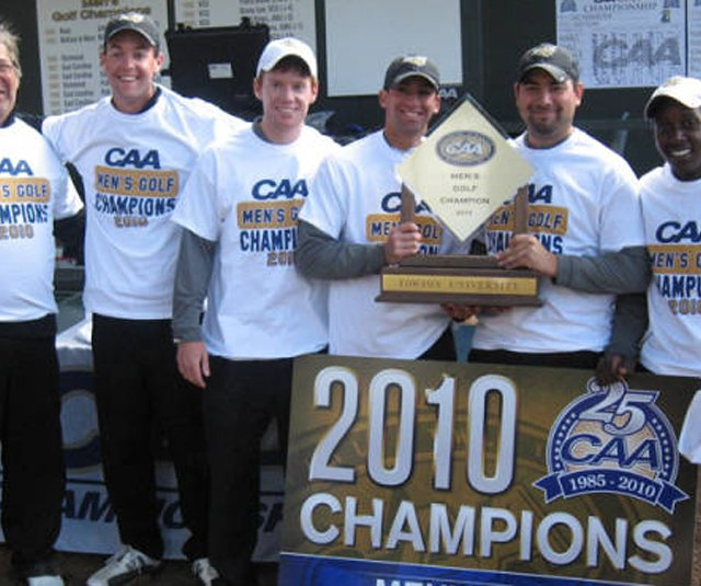 The Towson men&#39;s golf team celebrates their victory at the CAA Championship.