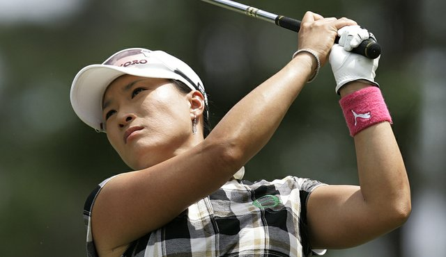 Se Ri Pak watches a shot at the Bell Micro LPGA Classic.