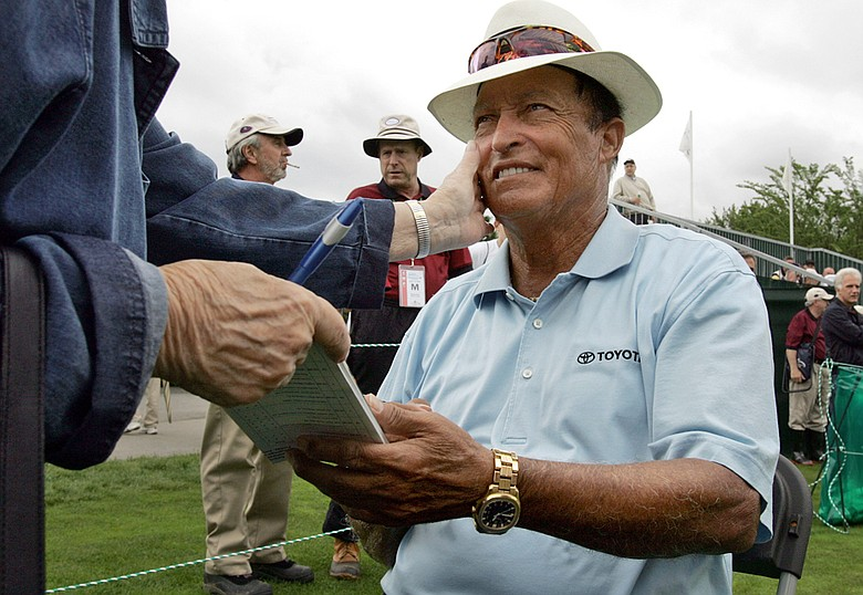 Chi Chi Rodriguez signs autographs at the Nashawtuc Country Club in 2006.