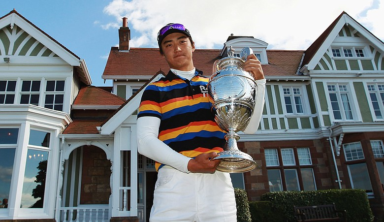 Jin Jeong of South Korea holds the British Amateur trophy.