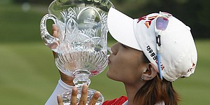 Choi loses lead, then wins Farr in playoff