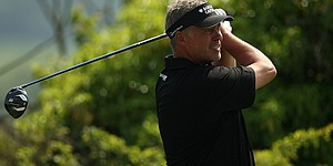 Clarke leads Scottish Open; Lefty 6 back