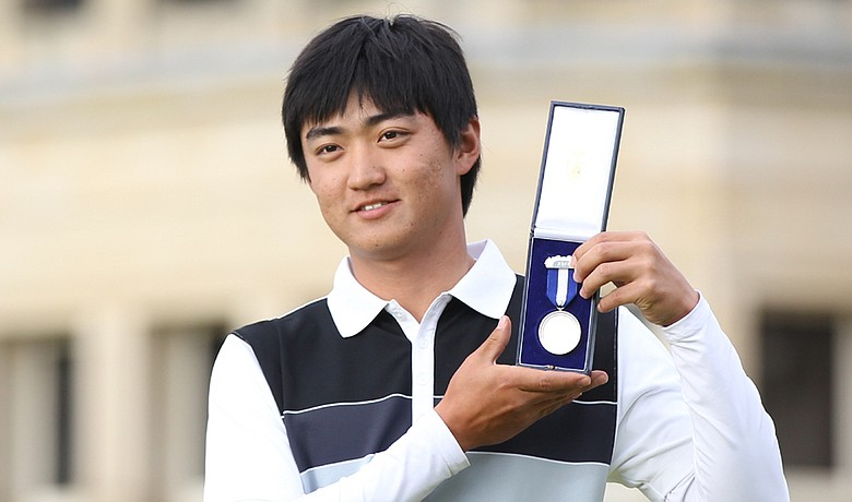 Jin Jeong holds his silver medal for being the top amateur at the British Open.