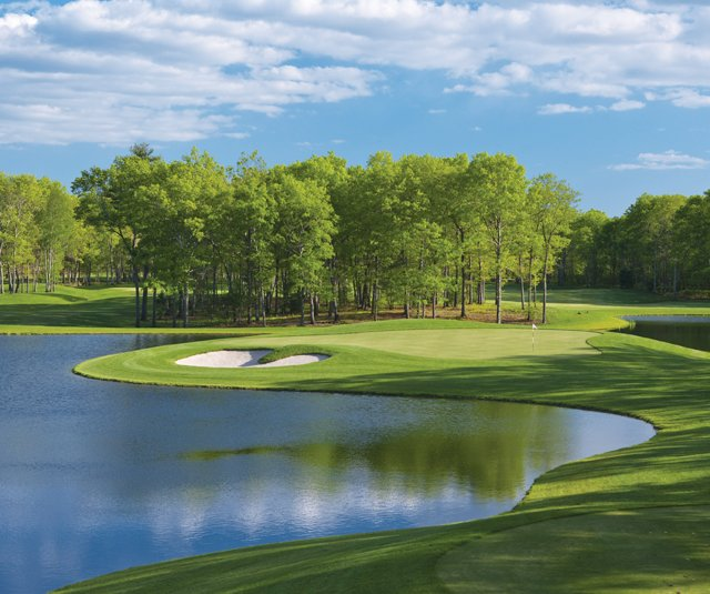 The 10th at Meadow Brook is one of a strong quartet of par 3s.