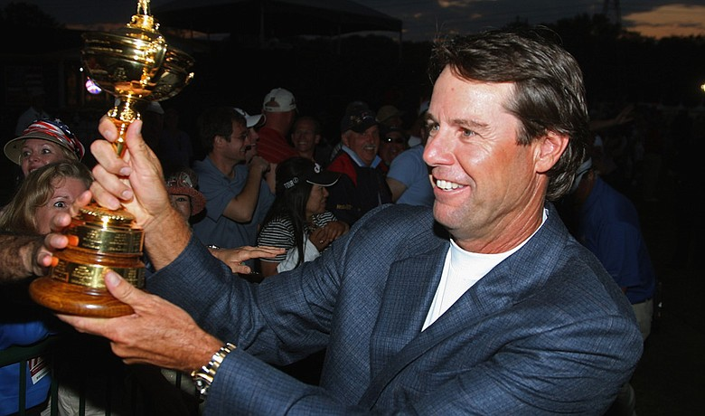 Paul Azinger shares the Ryder Cup with fans after his team's 2008 victory.
