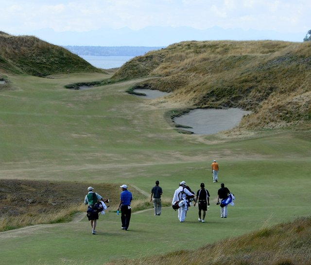 No. 10 at Chambers Bay during a practice round for the 2010 U.S. Amateur.