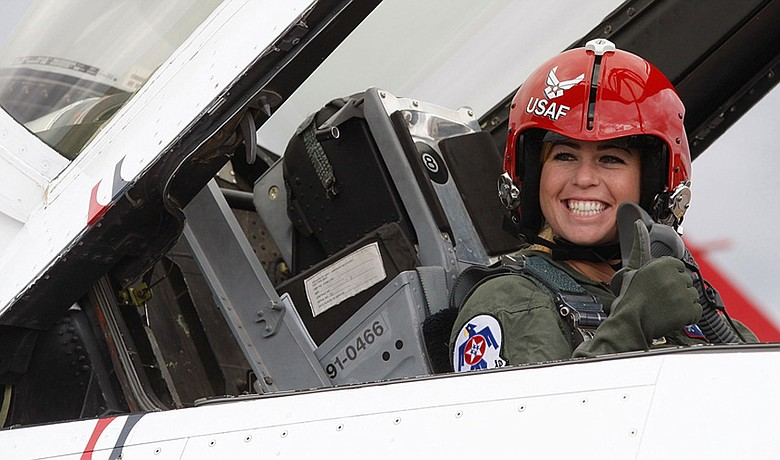Paula Creamer gives the thumbs up before flying in an F-16 with the U.S. Air Force Thunderbirds on Sept. 9.