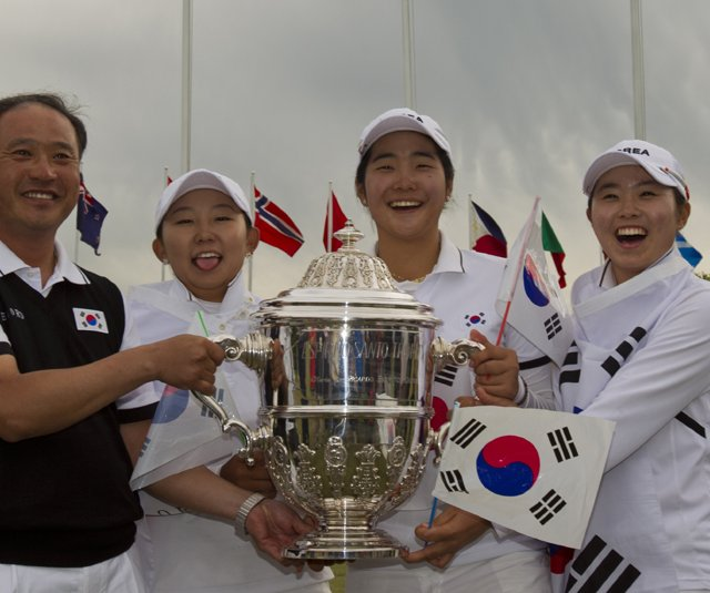 South Korea after winning the Women's World Amateur Team Championship. From left, coach Jong-Il Kim, Hyun-Soo Kim, Jung-Eun Han and Ji-Hee Kim.