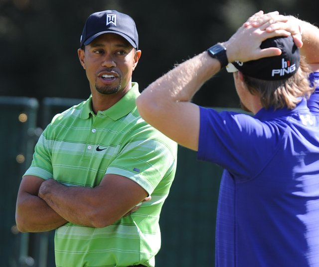 Tiger Woods chats with Hunter Mahan at the Chevron World Challenge.