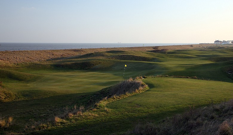 The par-5 third hole at Royal Cinque Ports Golf Club.
