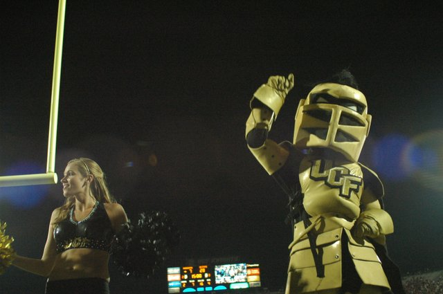 A golden celebration greeted the Knights on their return home after a 10-6 victory over the Georgia Bulldogs.