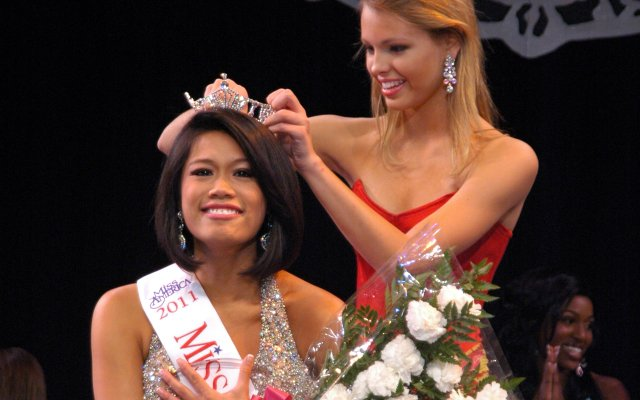 Mary Katherine Fechtel, Miss Florida's Outstanding Teen, crowns the new Miss Winter Park, Kristina Janolo, Feb. 19.