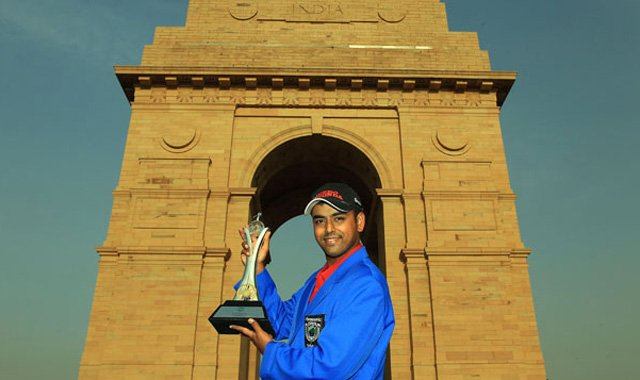 Anirban Lahiri poses with the Panasonic Open trophy at India Gate.