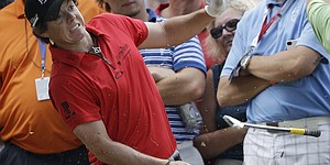 PGA blog: McIlroy injures wrist but presses on