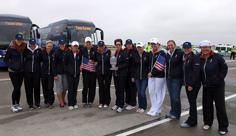 Rosie Jones, the USA team captain, holds the Solheim Cup with her team as they arrived at Dublin Airport for the 2011 Solheim Cup.