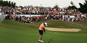 Galleries overflow in Taiwan as Tseng leads by 2