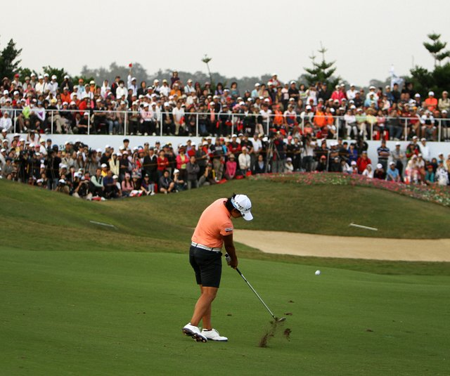 Yani Tseng hits her second shot at No. 18 during Saturday's round of the inaugural 2011 Sunrise LPGA Taiwan Championship.