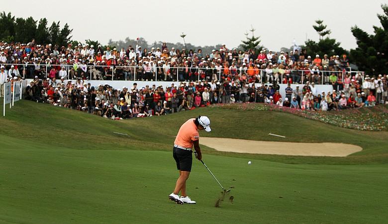 Yani Tseng hits her second shot at No. 18 during Saturday's round of the inaugural 2011 Sunrise LPGA Taiwan Championship.