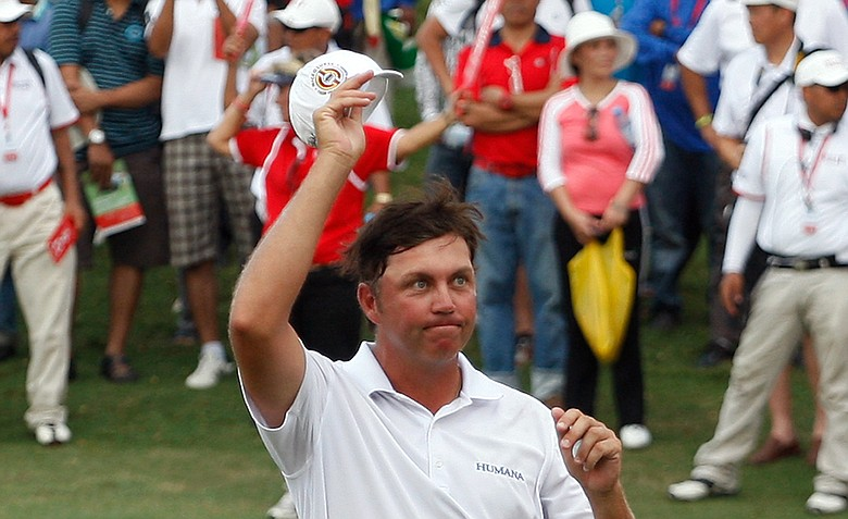 Bo Van Pelt acknowledges the spectators after winning the Asia Pacific Classic Malaysia golf tournament.