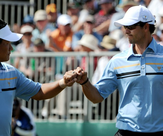 Adam Scott and teammate K.J. Choi celebrate during Day 1 of the Presidents Cup.