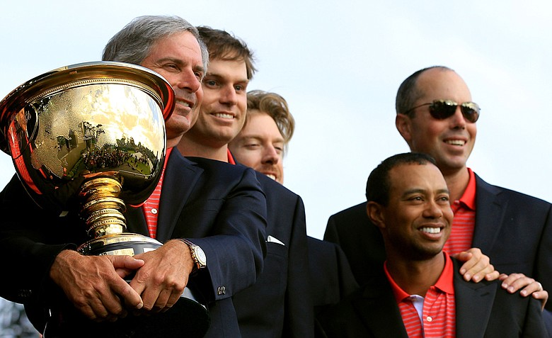 U.S. captain Fred Couples poses with his team and the Presidents Cup during the closing ceremonies after defeating the International team 19-15 at the 2011 Presidents Cup.