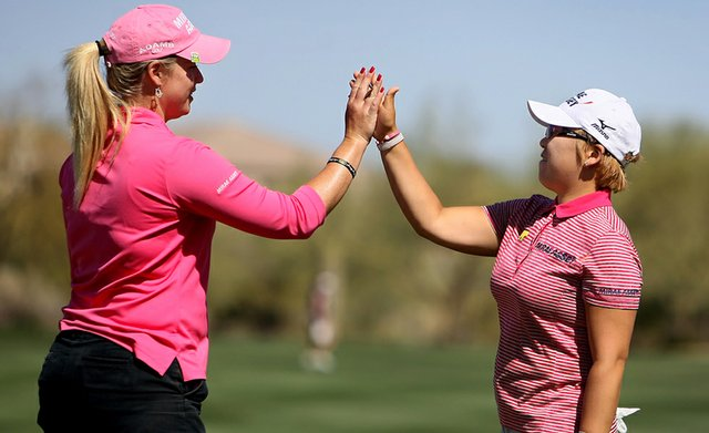 Jiyai Shin gets a high five from Brittany Lincicome after she made birdie at No. 9 to take the lead during the first round of the RR Donnelley Founders Cup.