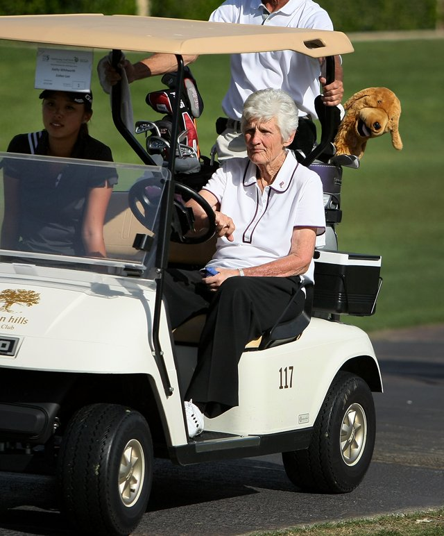 Esther Lee and Kathy Whitworth leave the 18th green on Tuesday after the Fresh and Easy-Kraft Foods Legacy Junior Challenge at the Kraft Nabisco Championship.