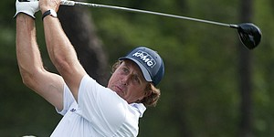 Mickelson takes long road to lead in Houston