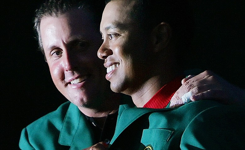 Phil Mickelson presented the green jacket to Tiger Woods in 2005.