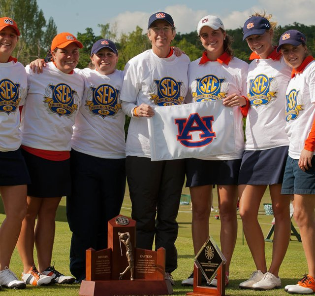 Auburn women&#39;s golf team, from left to right: Victoria Trapani, Haley Wilson, Assistant Coach Margaret Shirley, Head Coach Kim Evans, Patricia Sanz, Carlie Yadloczky and Marta Sanz.