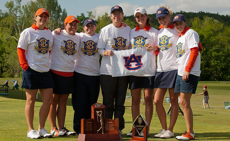 Auburn women's golf team, from left to right: Victoria Trapani, Haley Wilson, Assistant Coach Margaret Shirley, Head Coach Kim Evans, Patricia Sanz, Carlie Yadloczky and Marta Sanz.