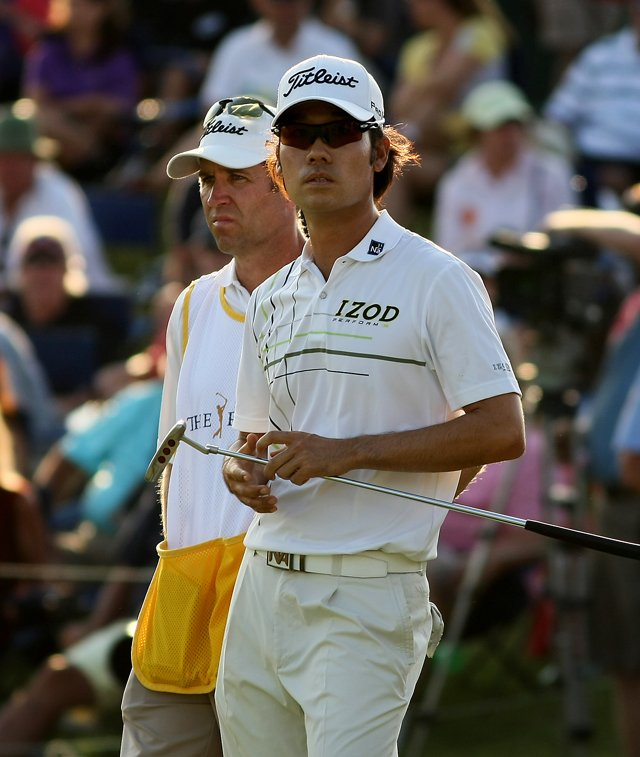 Kevin Na at No. 18 on Saturday at The Players Championship at TPC Sawgrass. He is in the lead heading into Sunday.